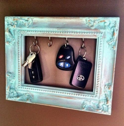 Diy-vintage-keys-frame-1-500x511