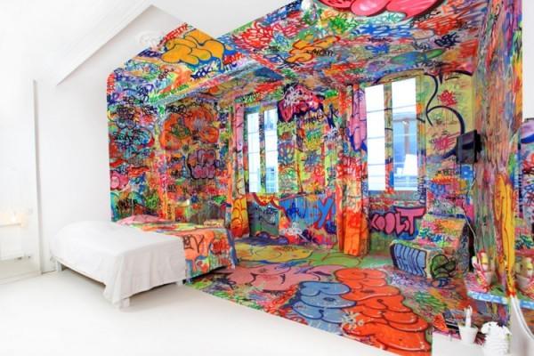 Panic-room-graffiti-hotel-by-tilt-1-600x400