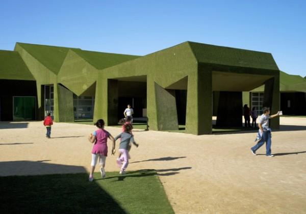 School-covered-in-grass-by-estudio-huma-00-600x421