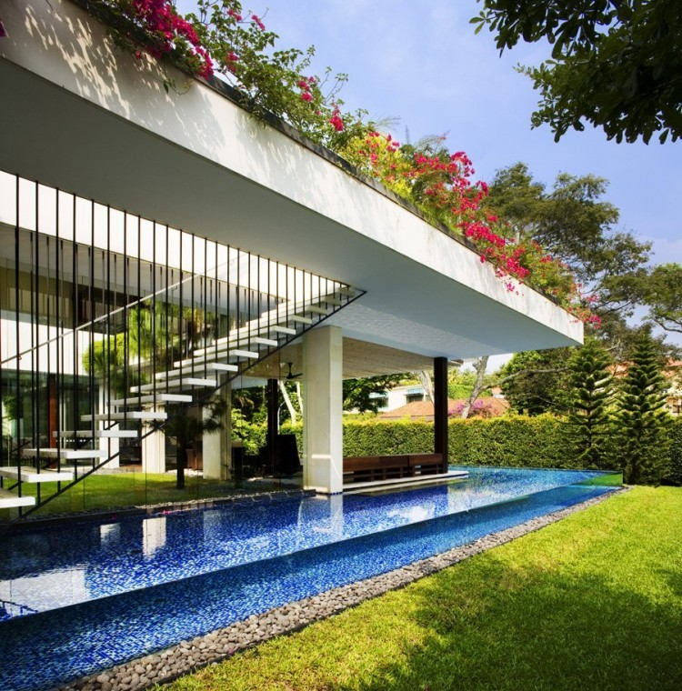 tropical tangga house in singapore by guz architects