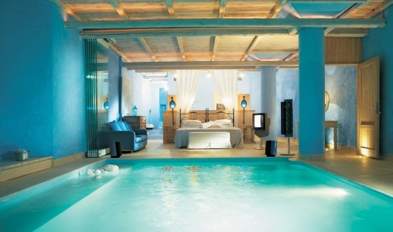 Truly-amazing-bedroom-with-a-pool-554x327