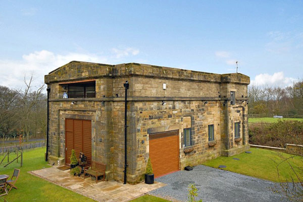 Uk_water_pumping_station_converted_into_sophisticated_modern_home